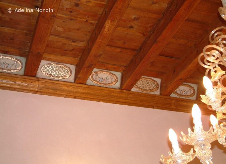 Decorazione su formelle in legno, inserti in foglia oro