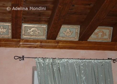 Decorazione su formelle in legno, inserti foglia oro